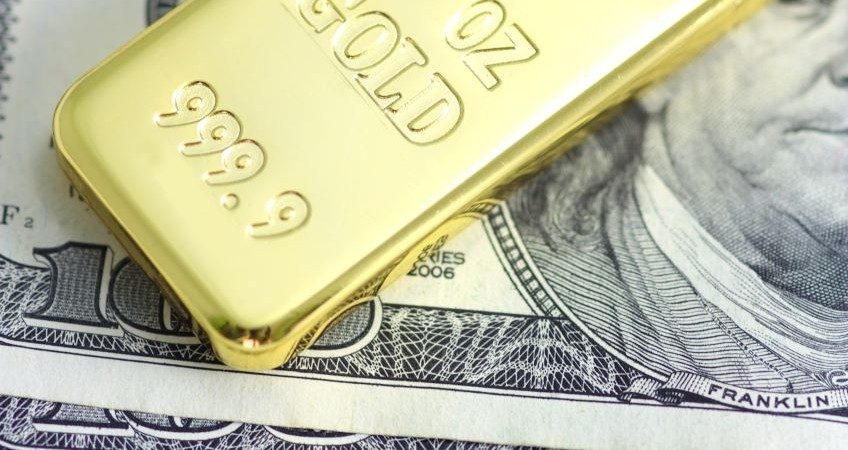 Ingot gold and dollar currency